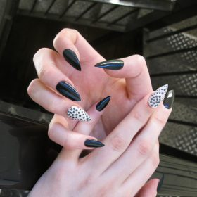 Stand out with your nail selfie